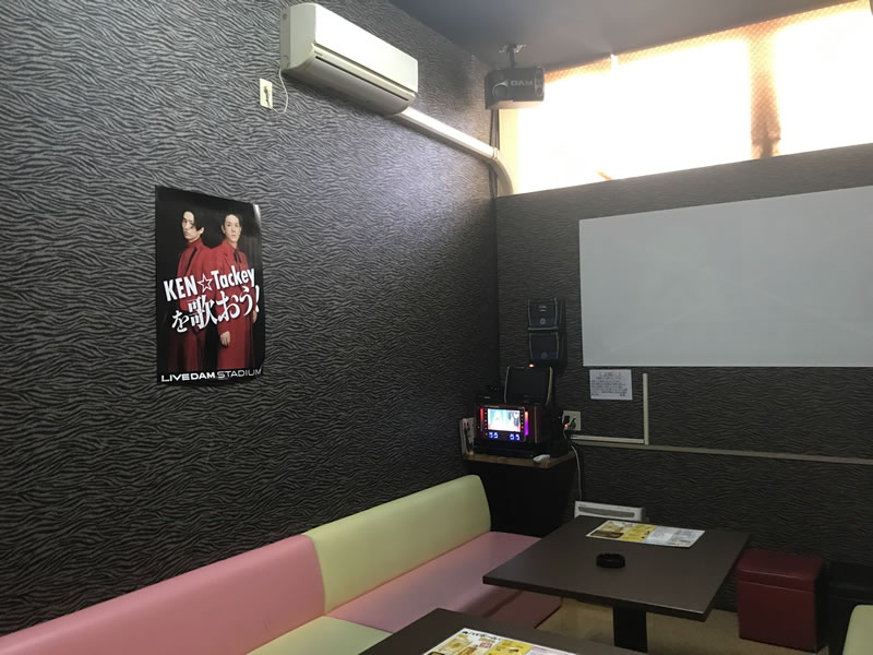 カラオケ&レストラン Q×3(キュースリー)